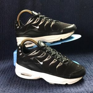 Nike Air Max TN Plus Kids Size 1Y (preowned)